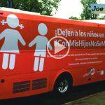 Fracasa gira de autobús por la libertad, enfrentan rechazo (Vídeo)