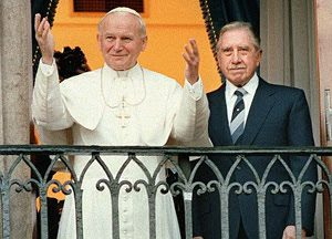 El Papa Juan Pablo II y Augusto Pinochet
