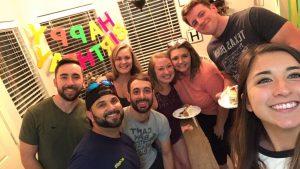 Una familia de Texas tiene 18 miembros con COVID-19 por una fiesta sorpresa de cumpleaños.